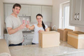Two young celebrating their move — Stock Photo