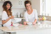 Friends eating bowls of cereal — Stock Photo