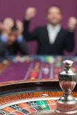 Perdente e vincitore al tavolo della roulette — Foto Stock