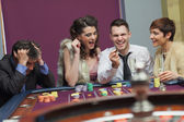 Winner and loser at roulette table — Stock fotografie