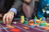 Homem fazer uma aposta — Foto Stock