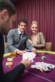 Happy couple playing poker — Photo