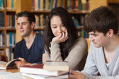 Students studying together — Stockfoto