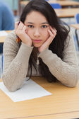 Woman with head in hands in classroom — Stockfoto