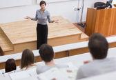 老师站在说给学生 — 图库照片