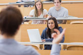 Students sitting listening to the teacher — Stockfoto