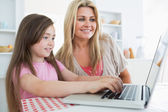 Mother and daughter sitting at the kitchen — Stock Photo