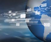 Mensajes y código binario moviéndose por todo el mundo — Foto de Stock