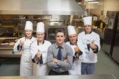 Vijf werknemers in restaurant — Stockfoto