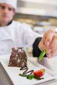 Chef applying finishing touch to desert — Stock Photo