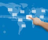 Vinger aanraken bericht symbool op de interface van de kaart van de wereld — Stockfoto