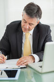 Business man writing on a notepad — Stock Photo