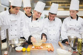 Pastry chef showing students how to prepare dough — Stock Photo