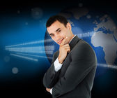 Empresário na frente de um mapa do mundo — Fotografia Stock