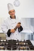 Smiling chef holding a pepper mill — ストック写真
