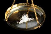Witte illegale stof wordt gewogen — Stockfoto
