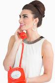 Mulher usando telefone do estilo dos anos sessenta — Foto Stock