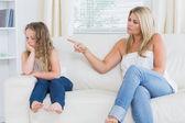 Matka besztanie córka — Zdjęcie stockowe