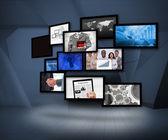 Muitas telas mostrando imagens de negócios — Foto Stock