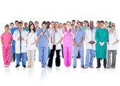 Team felice di sorridere medici in piedi insieme — Foto Stock