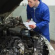 Car mechanic preparing checklist — Stock Photo