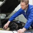 Mechanic closing the lid of windshield washer tank — Foto Stock