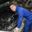 Foto Stock: Mechanic examining car engine