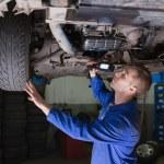 Male mechanic examining car — Stock Photo