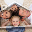 Smiling young family lying with heads together - Lizenzfreies Foto