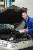 Auto mechanic inspecting car — Stock Photo