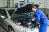Mechanic analyzing car engine — Stock Photo