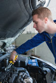 Mechanic working on car engine — Stock Photo