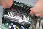 Ingeniero en computación reparación de cpu — Foto de Stock