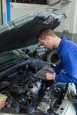 Car mechanic using tablet computer — Stock Photo