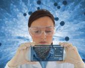 Verpleegkundige houden een virtuele scherm — Stockfoto