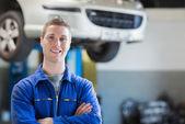 Pewnie młody mechanik — Zdjęcie stockowe