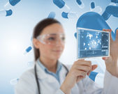 Smiling nurse holding virtual screen — Stock Photo