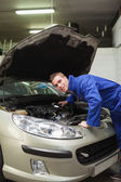 Auto mechanic examining car engine — Stock Photo