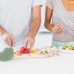 Couple making a salad — Stock Photo