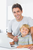 Smiling father and son in kitchen — Foto de Stock