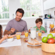 Foto Stock: Family eating healthy breakfast