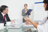 Businesswoman explaining with a clipboard — Stock Photo