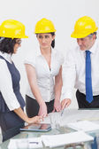 Archtects looking at construction plan — Foto Stock