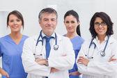 Due medici e due infermiere — Foto Stock