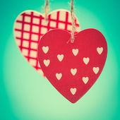 Två hängande hjärtat ornament — Stockfoto