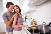Femme, préparer un repas à la poêle — Photo