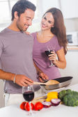 Lovers preparing food and drinking — Stock Photo