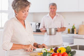 Old couple preparing food — Stock Photo