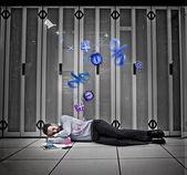 Lavoratore dati sognando di applicazioni — Foto Stock