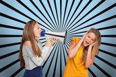 Chica gritando a otro a través de mí — Foto de Stock
